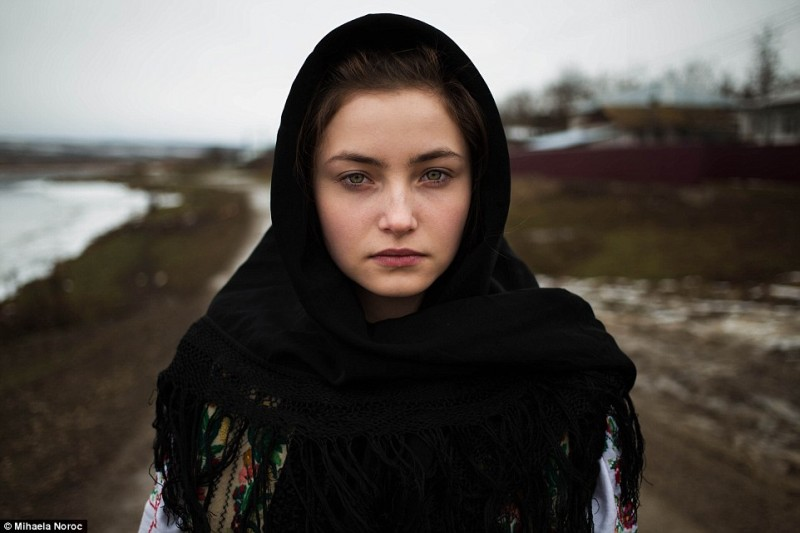 The_Atlas_of_Beauty_-Mihaela_Noroc-photography-Swabble-12-800x533